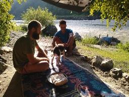 Жизнь в изоляции: буйство стихии, поздний ужин во время грозы