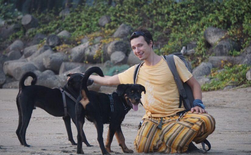 Йог-программист Артем и его пёс по имени Собакен